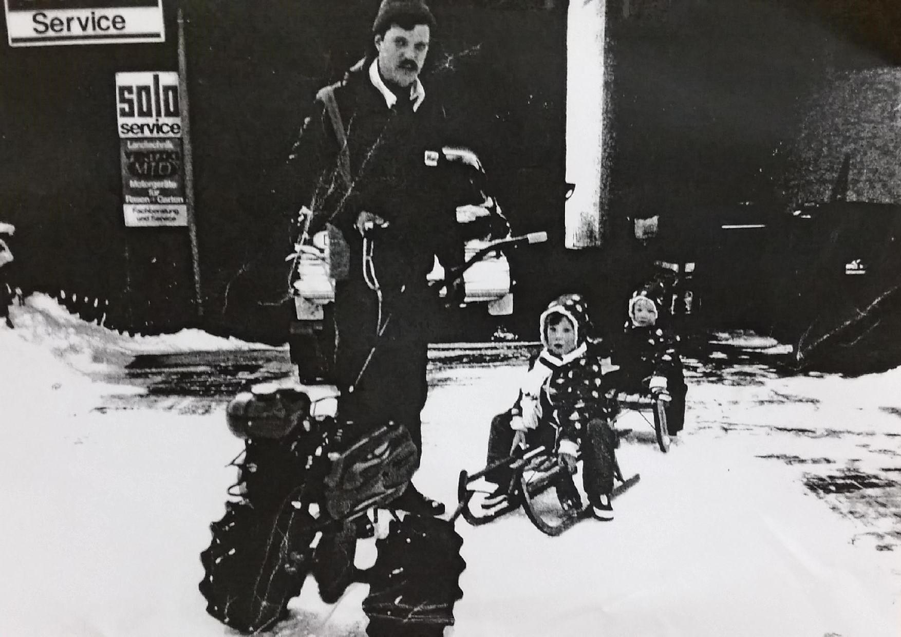 Firmengründer Hans Werth mit seinen beiden Söhnen 1982 im Winter