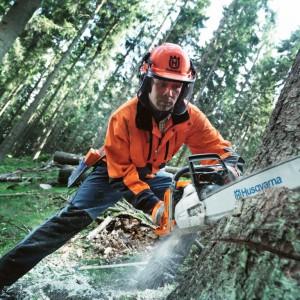 Motorsägen und Forsttechnik
