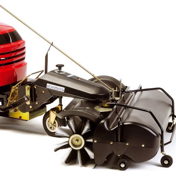 Rasentraktor mit Anbau-Kehrmaschine günstig kaufen