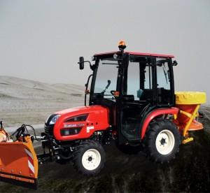 Kompakttraktoren Allrad Traktor Branson im Winterpaket