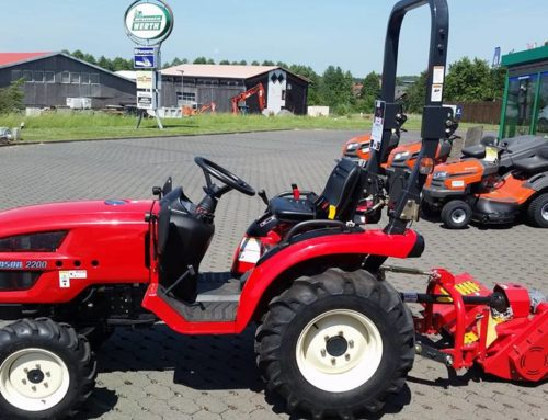 Neu eingetroffen: Kompakter Branson 2200 Traktor mit Schlegelmulcher