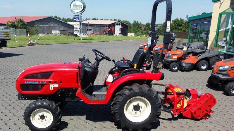 Traktor Branon 2200 mit DelMorino Schlegelmäher Kompakttraktor zum günstigen Preis kaufen
