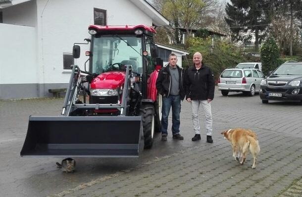 Traktor Branson 6225C Kompakttraktor Übergabe an Kunden günstig kaufen