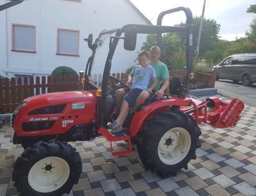 Kundenübergabe eines neuen Traktor Branson 3100 mit Schlegelmäher