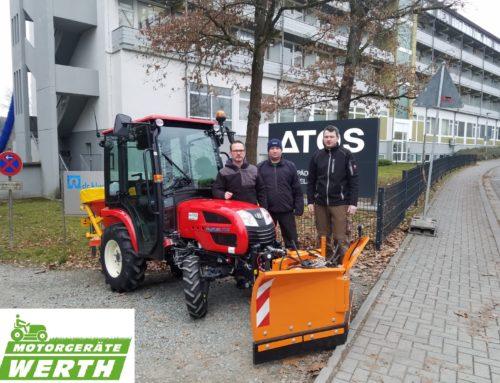 Branson 2200 Kompakttraktor Winterpaket Kundenübergabe an die Orthopädische Klinik Braunfels